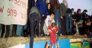 Monistrol-sur-Loire | Monistrol-sur-Loire: Thirty years ago, I broke a piece of the Berlin Wall